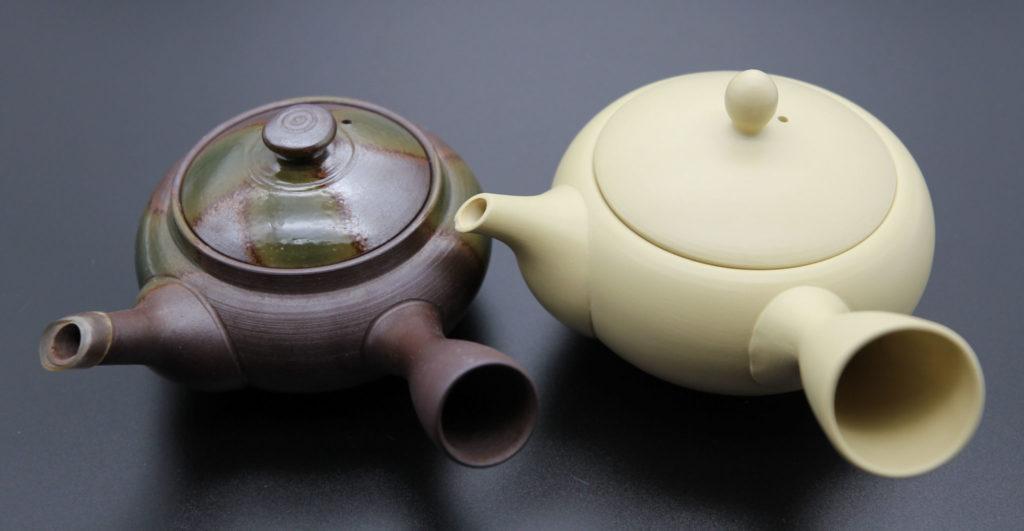 左は上級煎茶用の急須、右は普通煎茶用の急須
