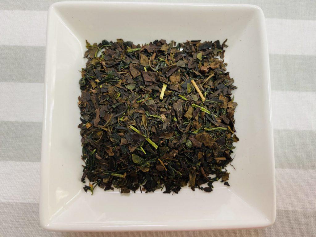 様々なお茶の葉がブレンドされていました