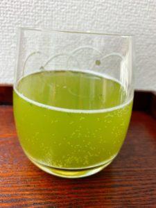水色は爽やかな緑色